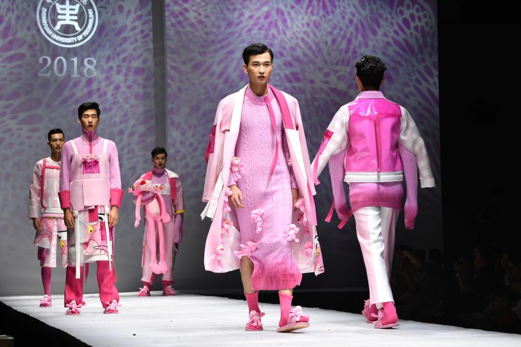 我校举行2018届毕业生服装设计作品展演 用时尚致敬芳华